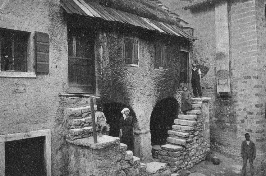 Le meraviglie del centro storico di erto for Foto case antiche